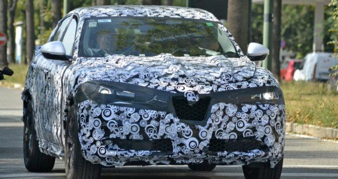 Alfa Romeo Stelvio SUV per il noleggio auto a lungo termine