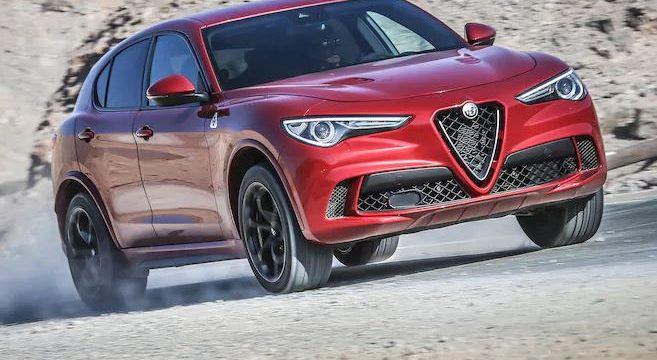 Suv Alfa Romeo Stelvio Quadrifoglio 2018 su strada