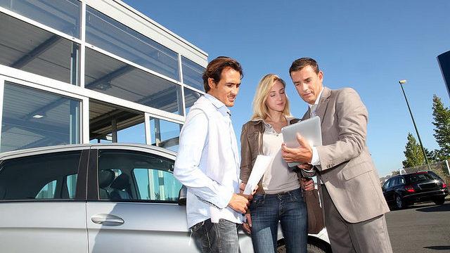 Venditore e acquirenti servizio noleggio auto a lungo termine per privati - Auto No Problem