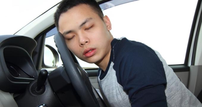 colpo-di-sonno-alla-guida-di-auto